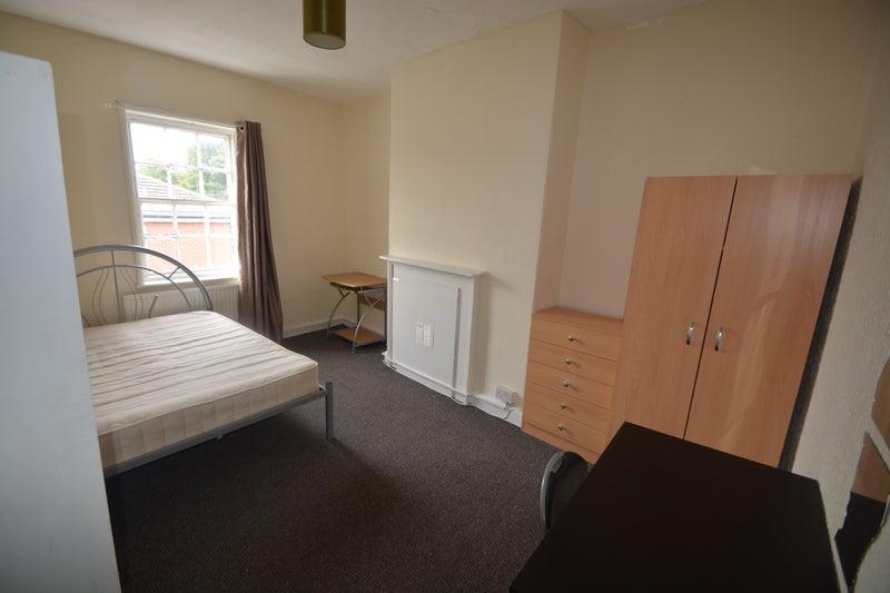 Super Spacious Student Double Bedrooms In Headingley Room To Rent Beutiful Home Inspiration Semekurdistantinfo