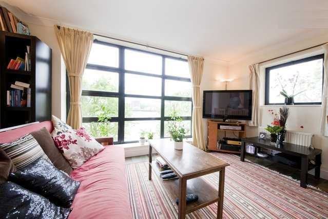 Stunning riverside flat with garage gym and pool room to rent