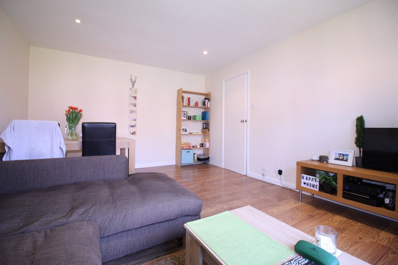 39 spacious 1 bedroom apartment council tax included 39 room to rent from spareroom for Spacious one bedroom apartment
