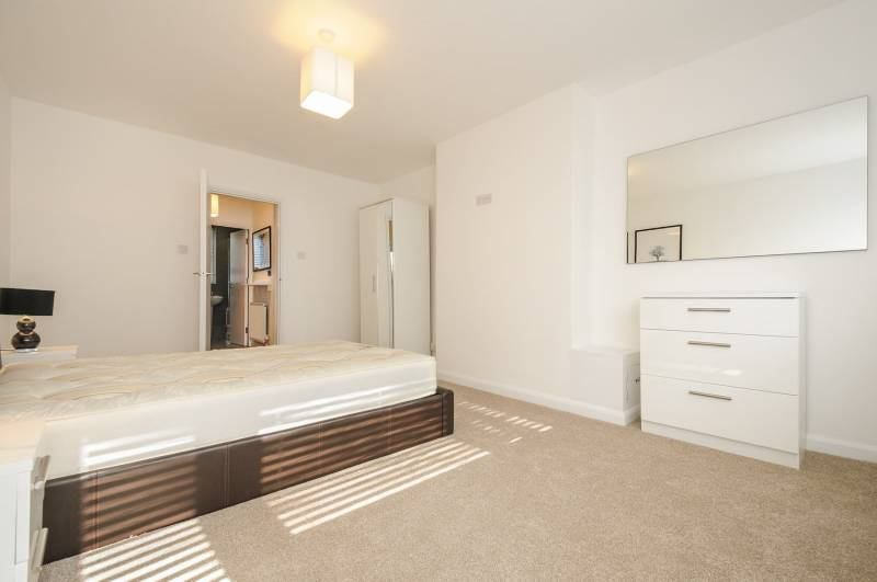 Photo 1: Bedroom 3 £830PCM - available NOW