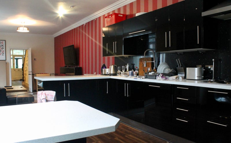 Luxury En Suite Room- Westbourne Avenue Houseshare Main Photo