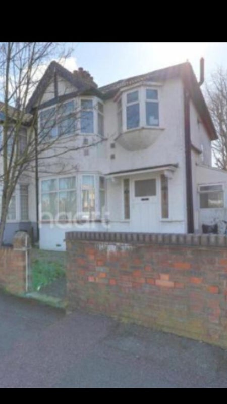 Lovely house to rent by romford station Main Photo
