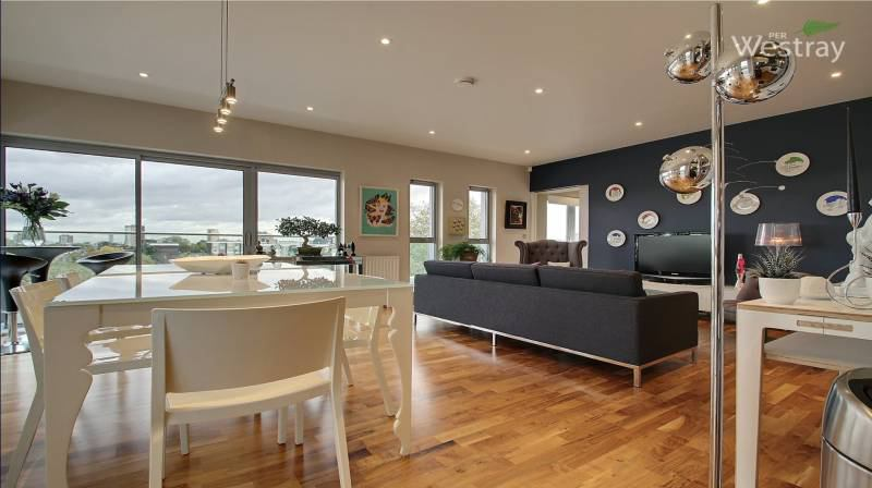 Spare Double Bedroom In East London Penthouse Room To Rent From