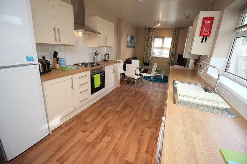 Stunning Room With En Suite Central Swindon Room To Rent From
