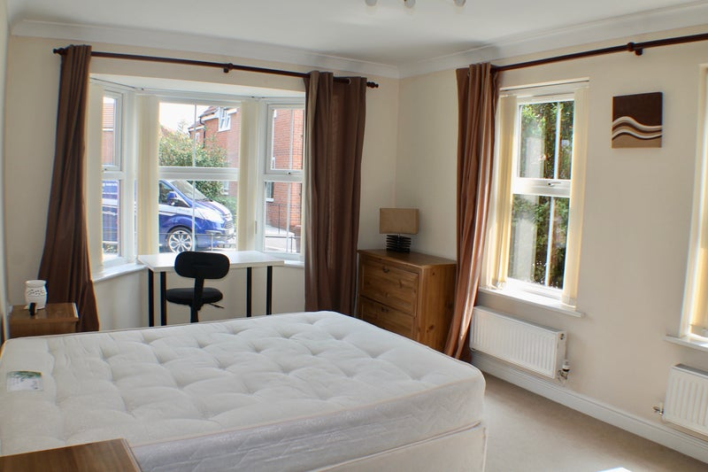 Kingswood - Spacious Double Room - All Bills INC! Main Photo