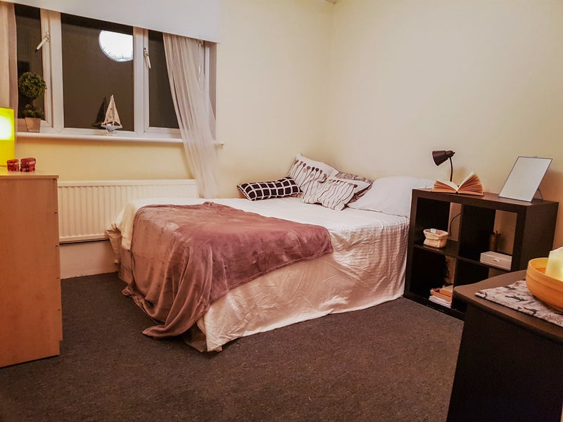 K Beautiful Well Lit Double Bedroom To Rent In Hackney Featuring A  Bed And Plenty Of Storage As Desk The Room Is Quite Spacious