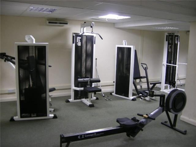 Nice large double room to let inc bills gym