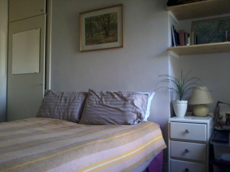 d944c7b39654 We are looking for someone to rent my bedroom. It's a small double room  that comfortably fits a double bed, couple of desks, and some shelves.