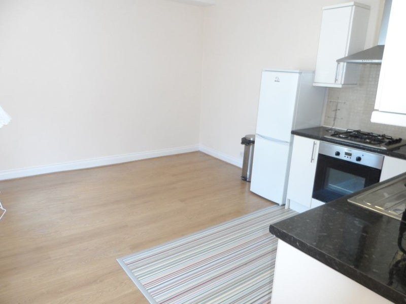 2 Bedroom Flat To Rent Nuneaton Station 02m Room To Rent From
