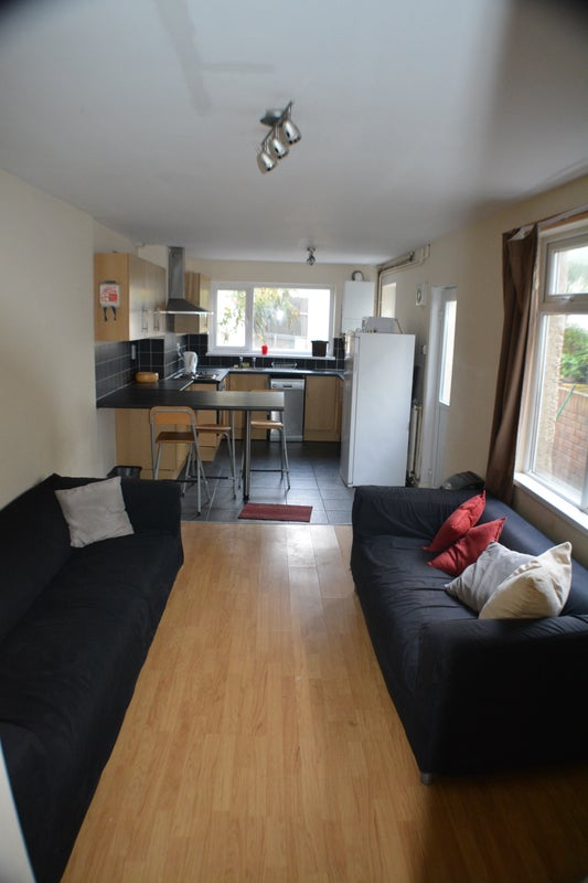 Rooms To Rent Cardiff City Off Albany Rd Room To Rent From Spareroom
