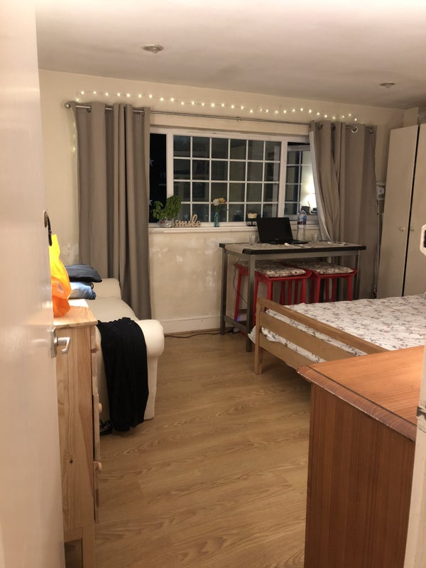 One Of A Kind Studio Flat In Camden High Street Room To Rent From