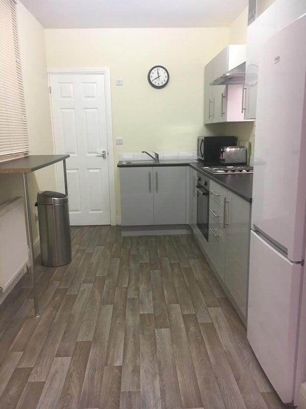 fab studio millhouses s7 39 room to rent from spareroom. Black Bedroom Furniture Sets. Home Design Ideas