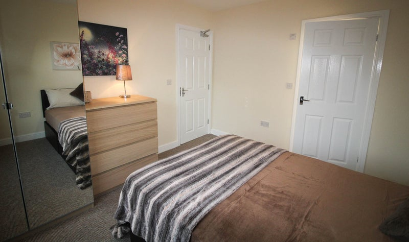 Brand New Refurb! Lovely  En Suite Double Rooms!! Main Photo