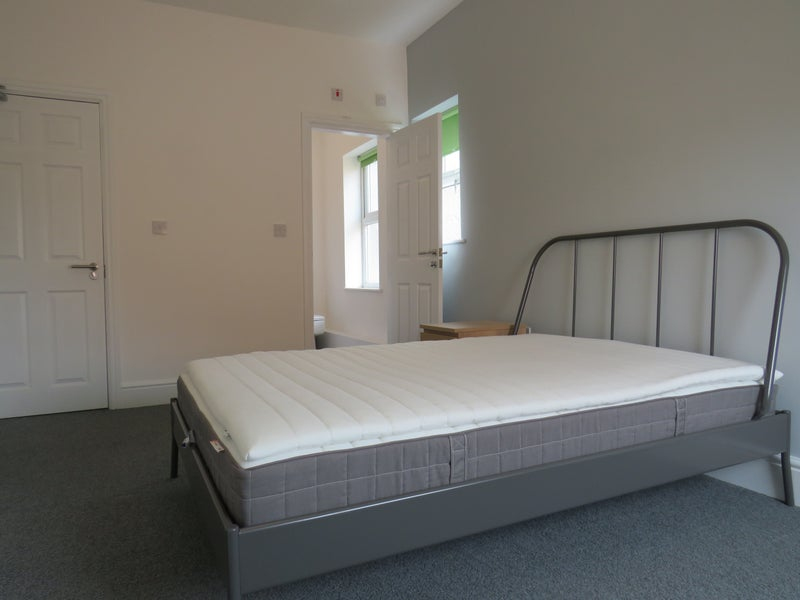 Spacious Double Rooms & 1St Months Rent Half Price Main Photo