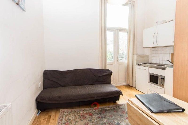 Mezzanine studio in Callcott Road, Kilburn, NW6\' Room to Rent from ...