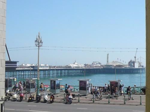 Double Room - Seafront Flat - Centre of Brighton Main Photo