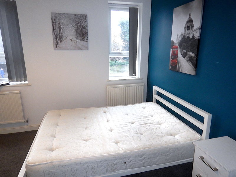 Bills Included NO Deposit Ensuite Rooms Main Photo