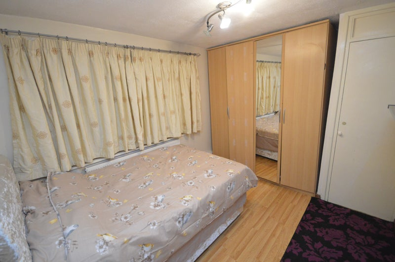 Double Room 4 Female Close to Queens Hospital Main Photo