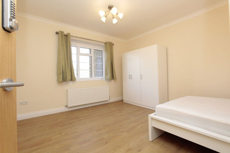Amazing Double Room Available Main Photo