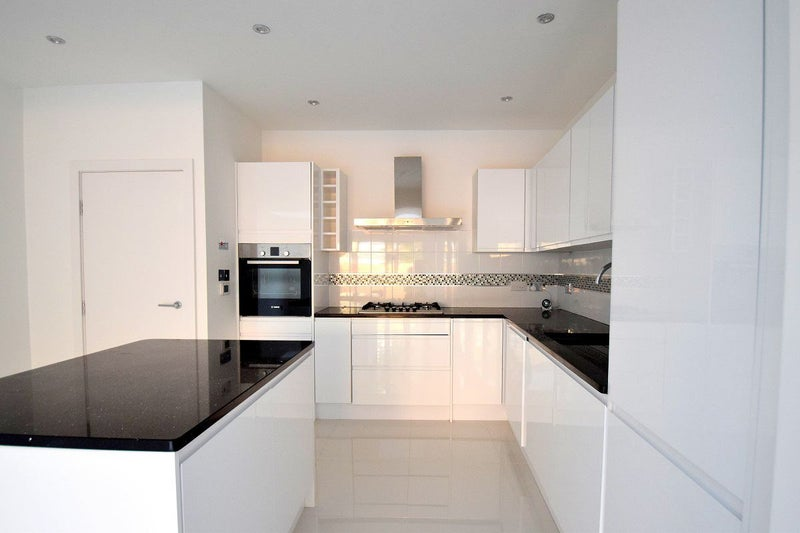 4 Bed 3 Bathroom House Sw19 Trafalgar Road Room To Rent From Spareroom