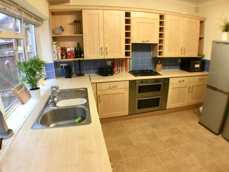Photo 1: Fabulous fully equipped kitchen