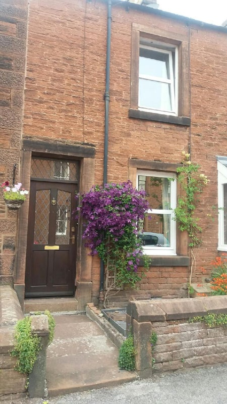 Room to let , quiet, close to town centre Main Photo