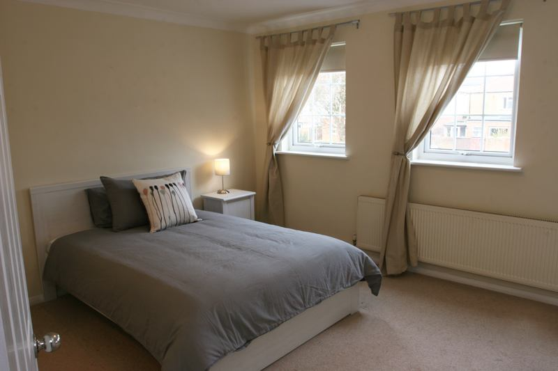Large Double Room with Shower/En-suite Main Photo