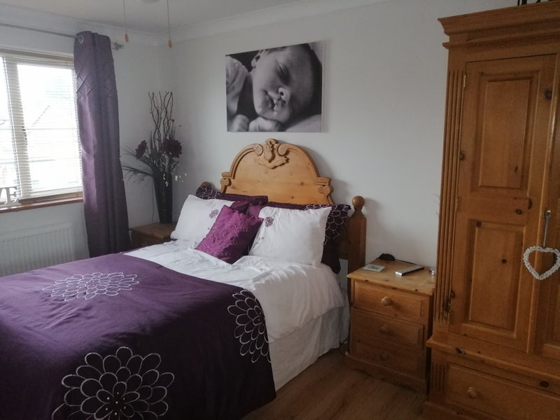 Double Room in Large House in Quiet Private Close Main Photo