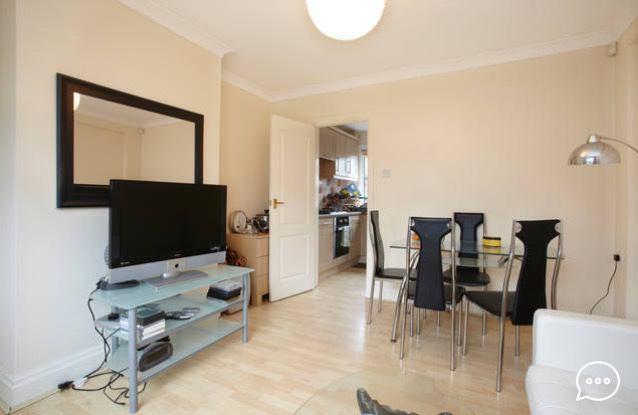 Big room to rent- Central Headingley Must View\' Room to Rent from ...
