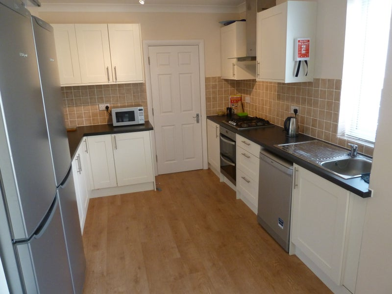 En-suite Room close to town centre/Station Main Photo