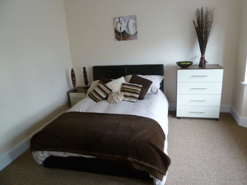 Beautiful single and double en-suite rooms Main Photo