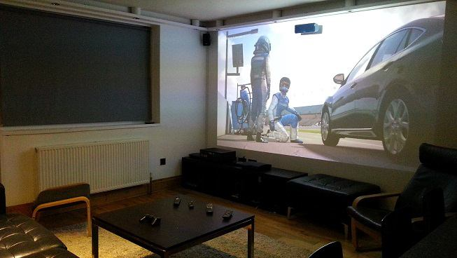 Photo 1: Spacious lounge with giant home cinema and surround sound