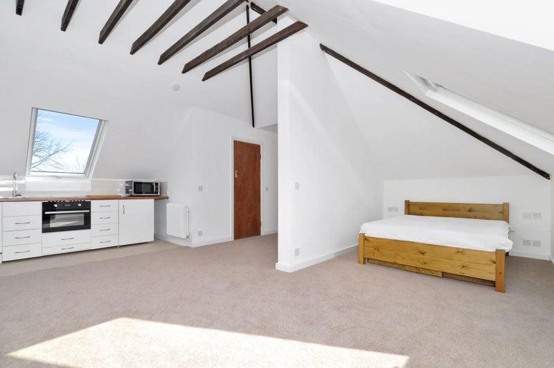 Open Plan One Bedroom Loft Apartment