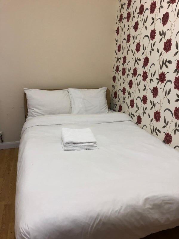 Short let Double Rooms available - Barking Station Main Photo