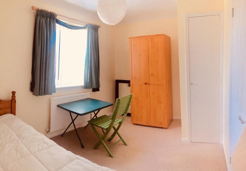 Females Only- Clean and Bright double room, Main Photo