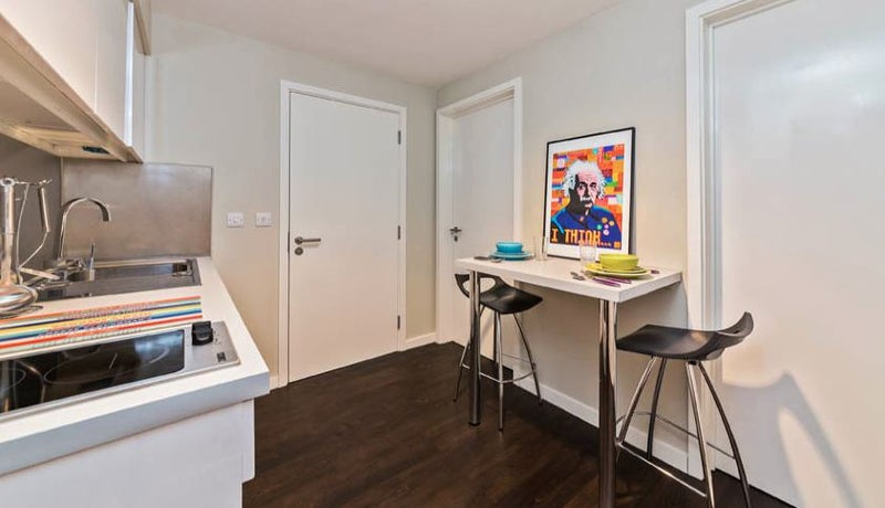 Sublet July to September in modern and central stu' Room to Rent