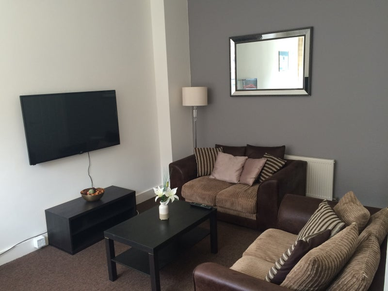 Fully Refurbished 6 Bedroom Accomodation to Rent Main Photo