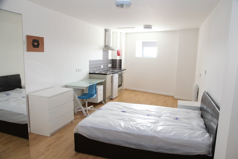 Self Contained Studio Flats In Baltic Triangle Room To