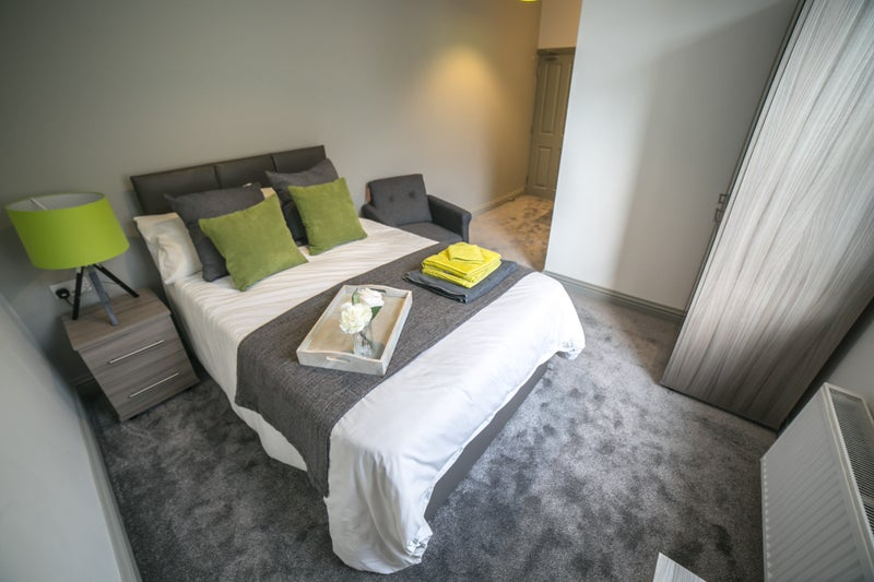 **NO FEES**  Stunning studio rooms! Dudley Main Photo