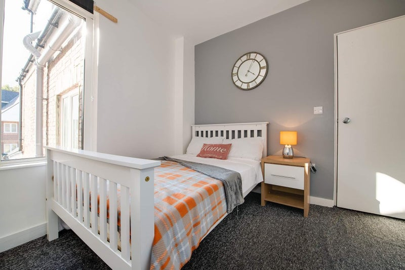 Double Rooms Available in Southsea Main Photo