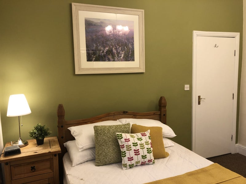 Refurbished Double Room in Dudley Main Photo