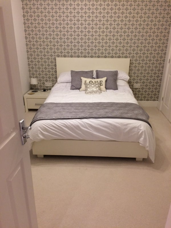 Photo 1: DOUBLE BED