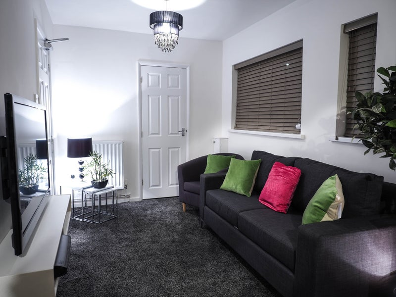 Boutique Living in Solihull- Stones throw from JLR\' Room to Rent ...