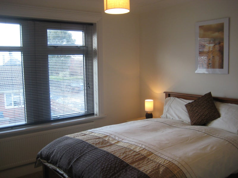 39 beautiful rooms in marston green 39 room to rent from spareroom for Green room birmingham
