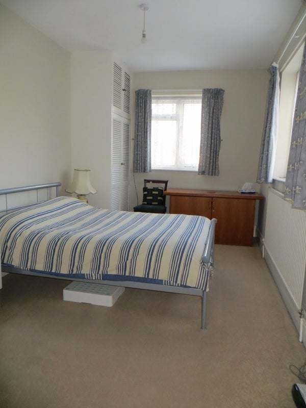 39 spacious double bedroom with ensuite in bishopston 39 room for Well decorated bedroom