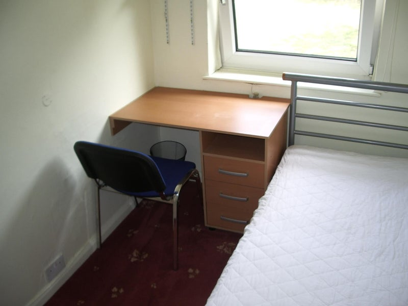 Photo 1: available bedroom (single, £82 pppw)