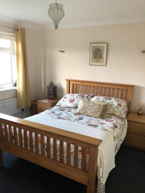 Two Lovely Rooms Available  Main Photo