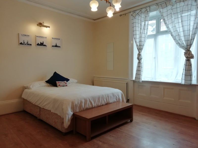 Photo 1: Large Bedroom