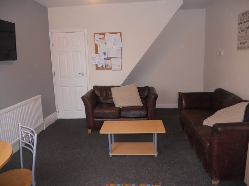 39 lovely student house in crookes 39 room to rent from spareroom. Black Bedroom Furniture Sets. Home Design Ideas