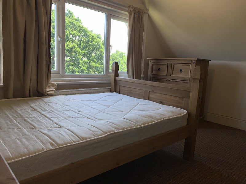 'Four Bed Apartment - Short walk to Ealing Broadway' Room ...